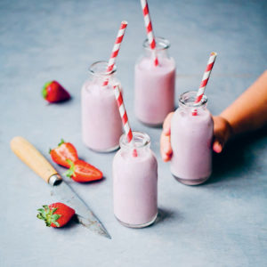 Recipe: Strawberry Cashew Milk