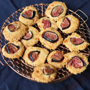 Recipe: cheese and fig coins