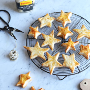 Foodie gift: savoury star crackers