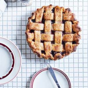 Recipe: Boozy blueberry, blackberry and rye pie